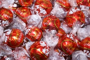 Fun fact! Lindt's US factory is stationed in my home state, so there's Lindt chocolate outlet stores EVERYWHERE
